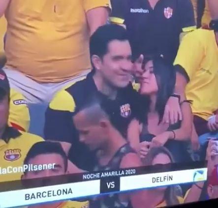 Неловкий момент, когда ты на стадионе с любовницей